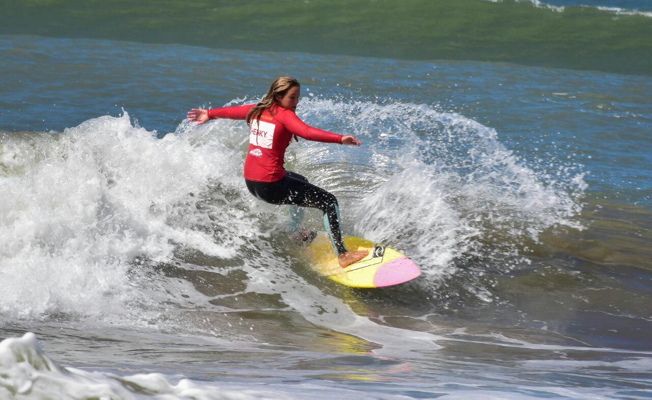 Jovenes Surfistas / Julieta Varady