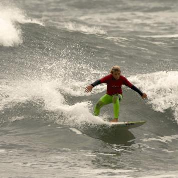 Jovenes Surfistas / Jano Malvassi